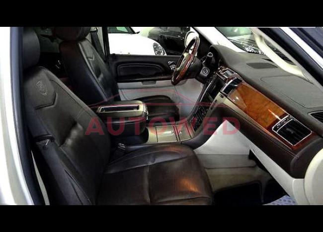 Cadillac Escalade Long-4