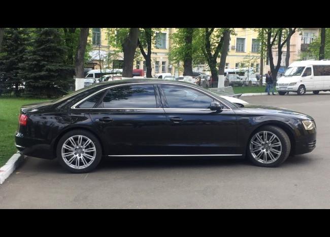 Audi A8 Quattro-1