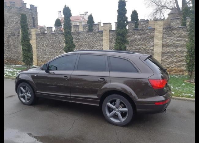 Audi Q7 S line-2