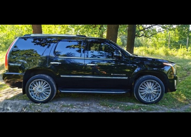 Cadillac Escalade New-1