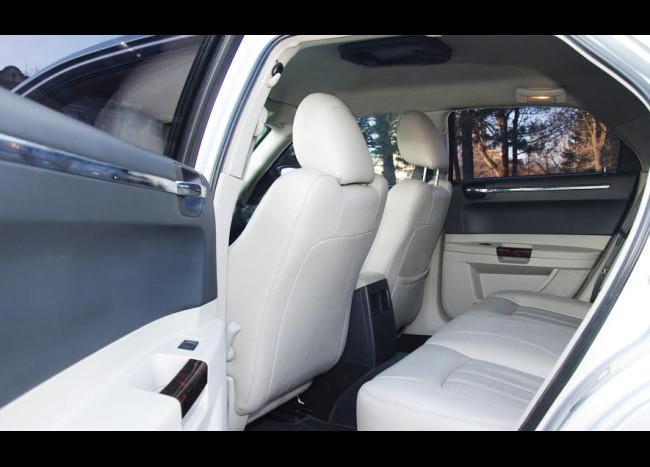 Chrysler 300C-3
