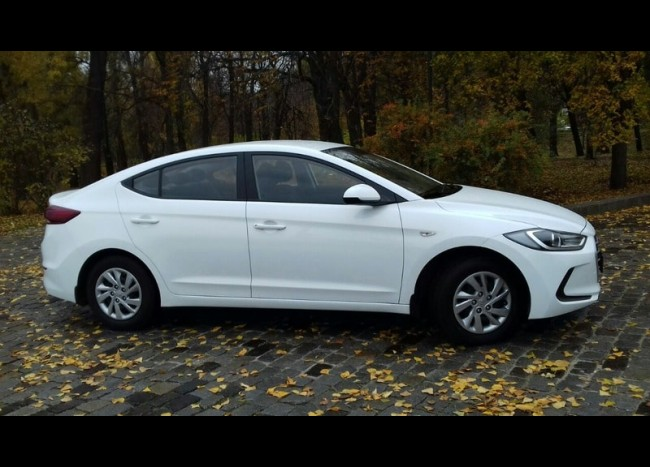 Hyundai Elantra-1