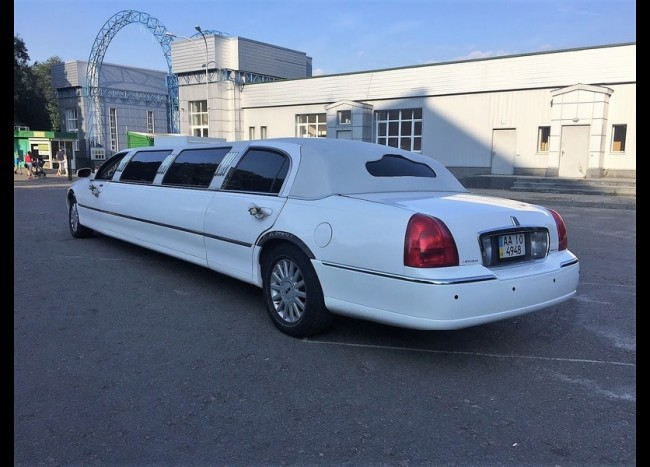 Лимузин Lincoln (белый)-3