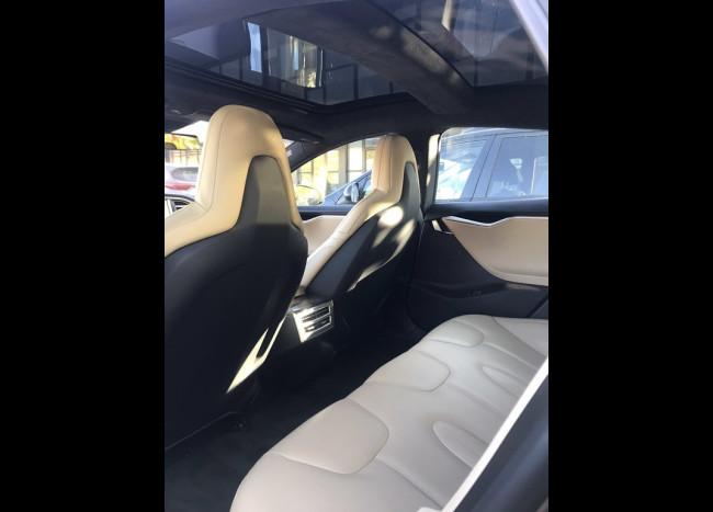 Tesla Model S-6