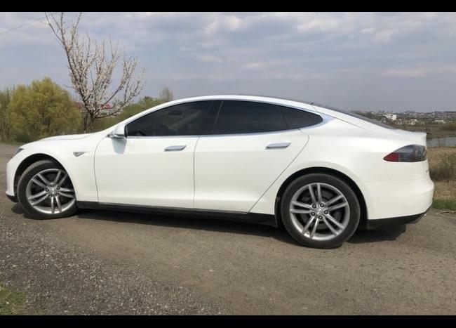 Tesla (белая)-1