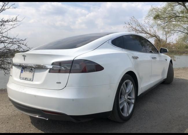 Tesla (белая)-2