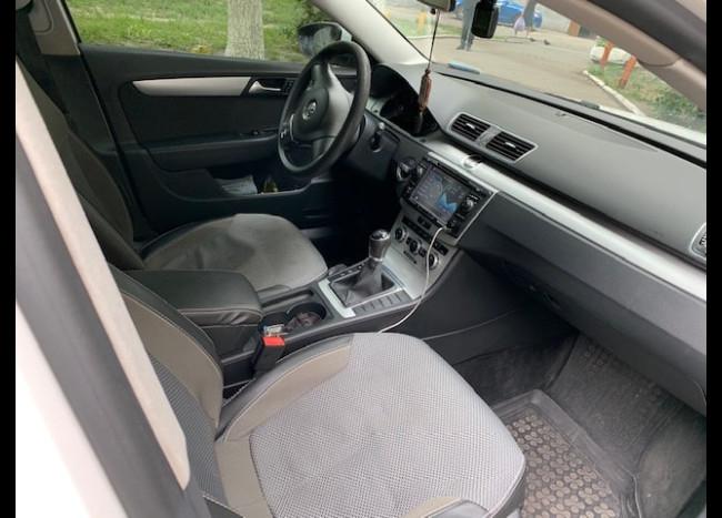 Volkswagen Passat-4