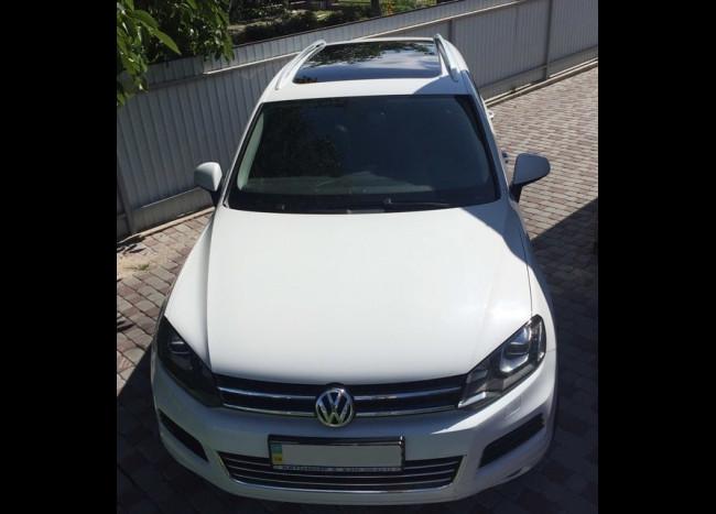 Volkswagen Touareg (белый)-3