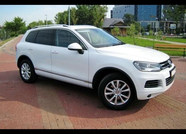 Volkswagen Touareg (белый)-1